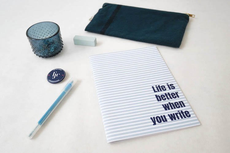 les-jolis-cahiers-cahier-life-is-better-bleu-display